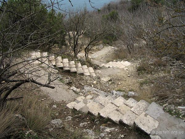 Монастирські сходи (їх кількасот)